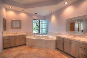 Sincuidados Home for Sale in North Scottsdale - Master Bath