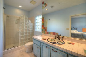 Sincuidados Home for Sale in North Scottsdale - Guest Bathroom